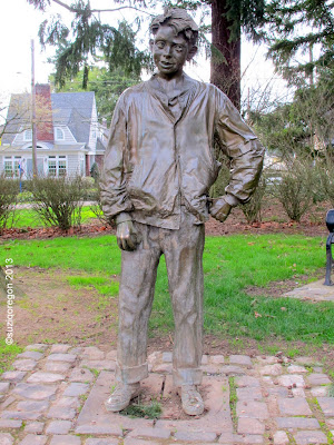 Henry Huggins Statue