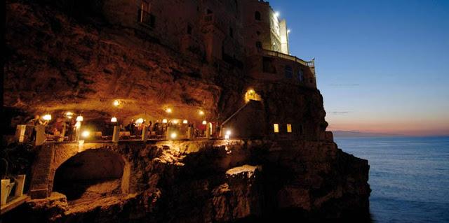 restaurante dentro de cueva Grotta Palazzese italia