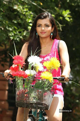 Inimey-Ippadithaan-Heroine-Ashna-Zaveri-Stills