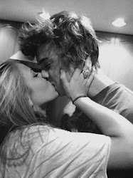Deja de buscar en otras bocas lo que solo te dan sus besos