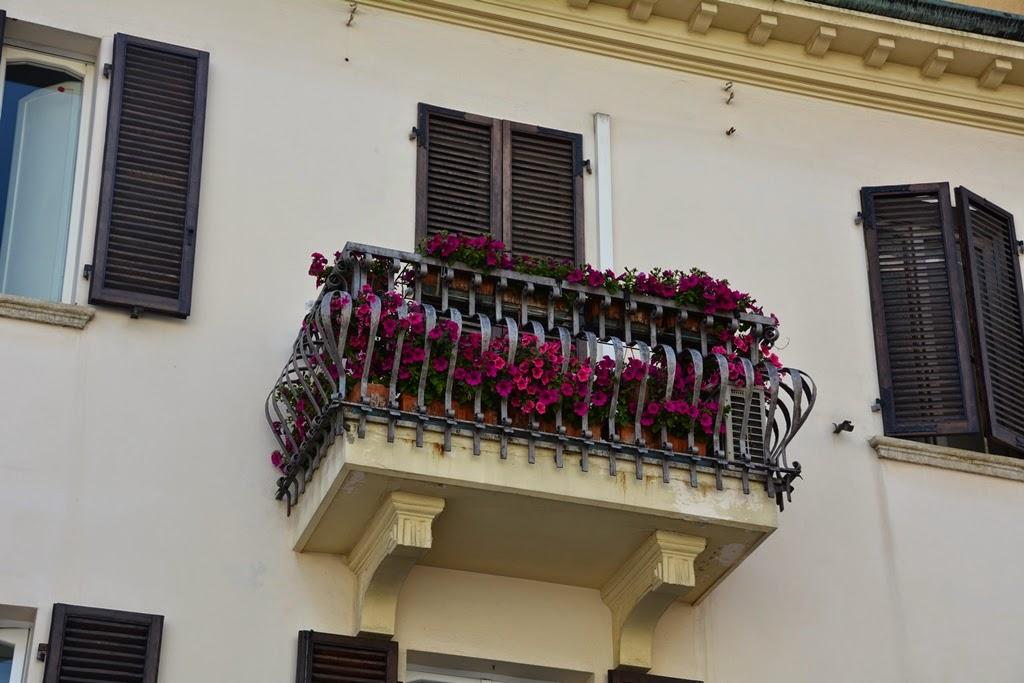 Piazza Tre Martiri Rimini balcony