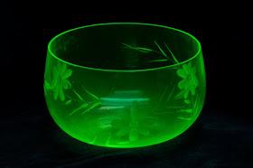 Uranium4 doped glass bead NEW!