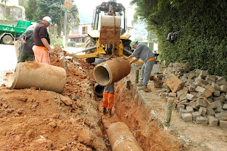 Prefeitura está fazendo a recuperação de oito manilhas e a reposição de dois dutos no reparo de galeria no Caxangá
