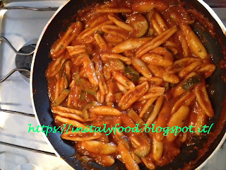 foglie d'ulivo ignoranti con zucchine e pesto