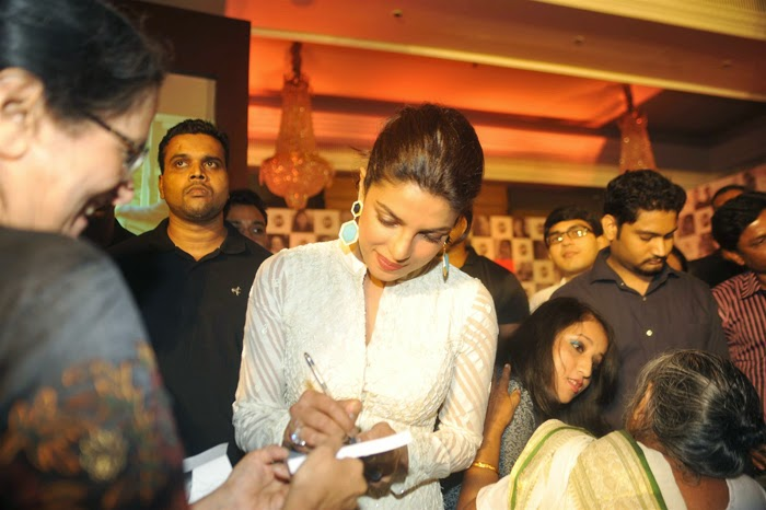 Priyanka Chopra New Photos and Stills at Andheri Cha Raja Ganesh Pandal