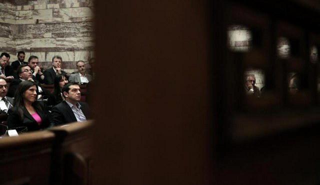 Μπουρλότο στη Βουλή - Εκβιασμοί στο και πέντε της συμφωνίας - Πως στήνεται το εσωτερικό σκηνικό