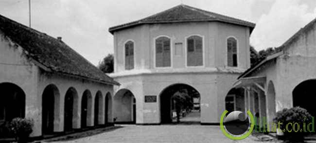 10 Bangunan Bersejarah Negara Indonesia yang telah Dimusnahkan