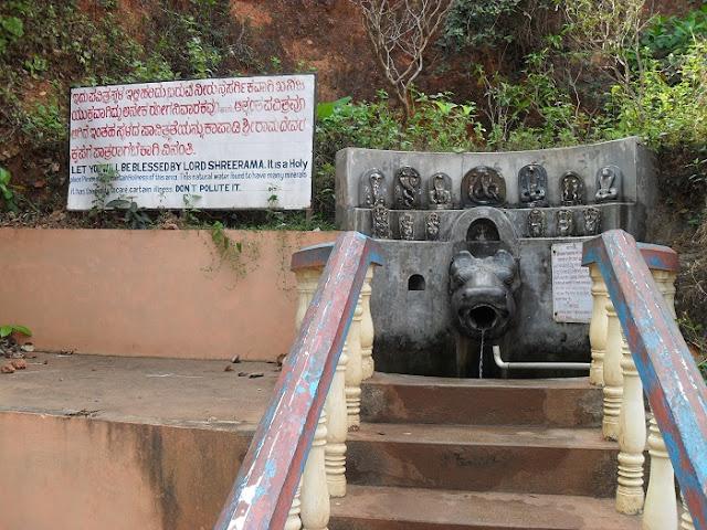священный источник воды в Гокарне (вода питьевая)