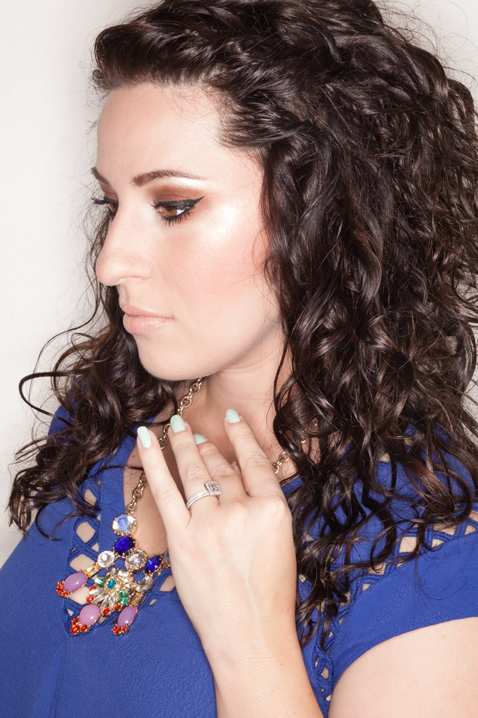devacurl-review-beauty-blogger-best-curly-hair-products-le-tote-blue-top-nars-surabaya-eyeshadow-bobbi-brown-eyeliner-mac-creme-d'nude-lipstick