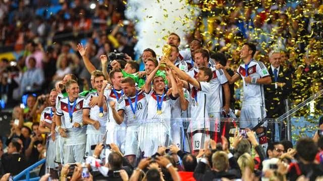 لاعبو المانيا يحتفلون بكاس العالم