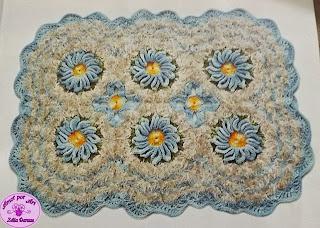 tapete de crochê retangular com flores e gráfico