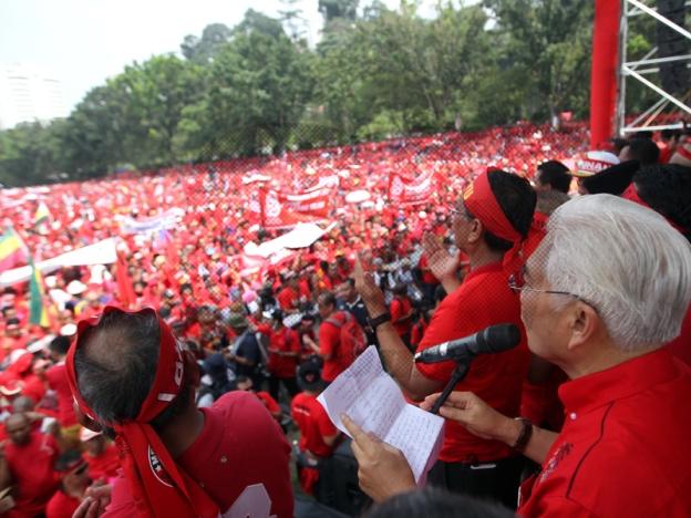 gambar-gambar sekitar perhimpunan baju merah, apa motif sebenar perhimpunan baju merah,