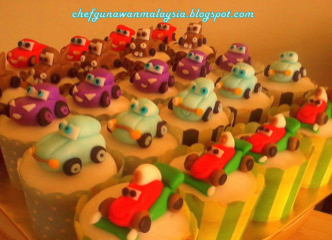 http://3.bp.blogspot.com/-OThsRWXbILM/UNVdsZGeoII/AAAAAAAACmk/Qe8D-hR4Kzc/s1600/Cupcakes%2B3D%2BThe%2BCars%2Bchef%2Bobie%2Bwan.jpg