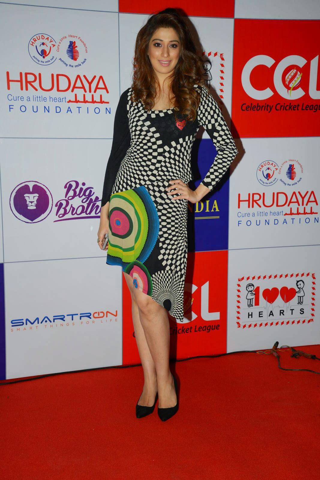 image Actress lakshmi rai cameltoe