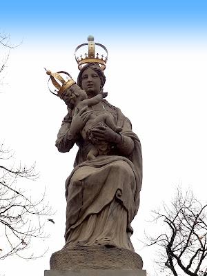 Figura Matki Boskiej Pasawskiej w Warszawie