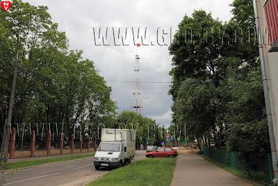 Красный флаг на бывшей 'радиостанции №3', башне-глушилке