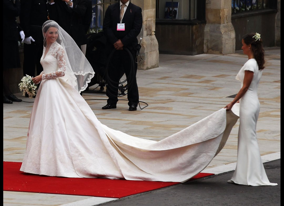 http://3.bp.blogspot.com/-OUVxvkmMkeM/Tci5lPXLcrI/AAAAAAAAMcA/H7rYKcQSQws/s1600/kate-middleton-wedding-dress-4.jpg