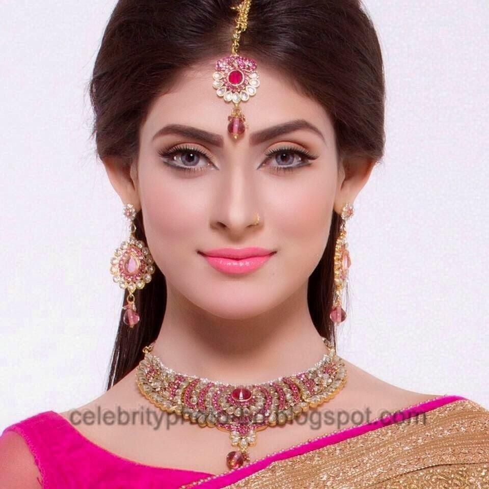 Mehjabin+Chowdhury+Looking+Nice+In+Saree001