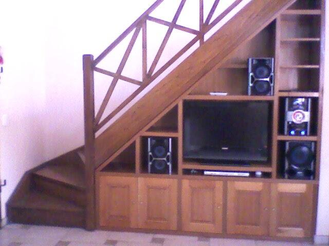 Benjamin mueble bajo escalera for Barra bajo escalera