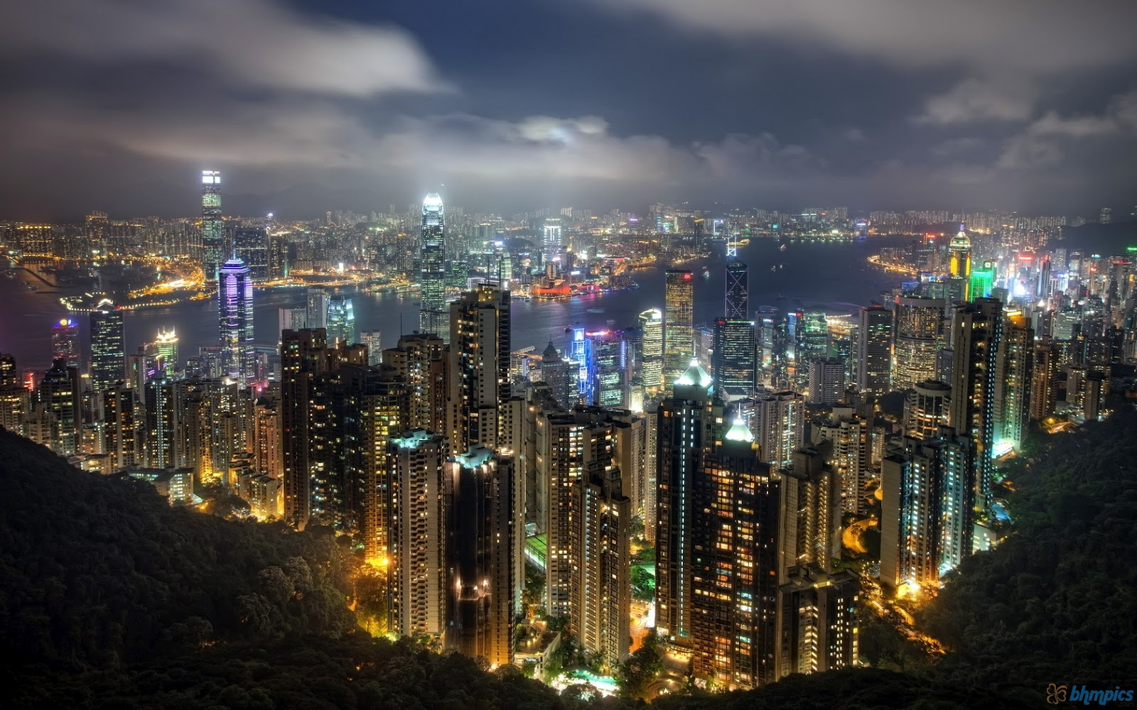 http://3.bp.blogspot.com/-OUycKGhqYxI/UFQwwvzK1JI/AAAAAAAAD7U/ef0-r1sTAgs/s1600/beautiful_hong_kong_night_sky-1680x1050.jpg