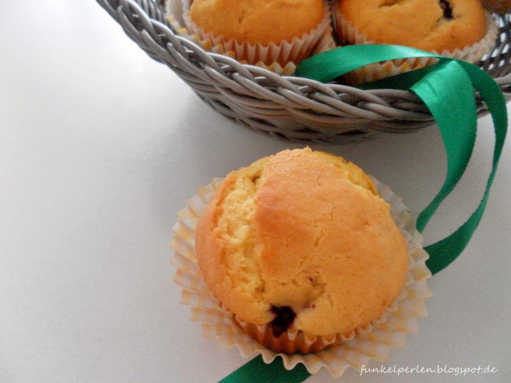 Brombeer-Muffins: gelingen kinderleicht und der Grundteig lässt sich auch gut mit anderen Früchten variieren // funkelperlen.blogspot.de