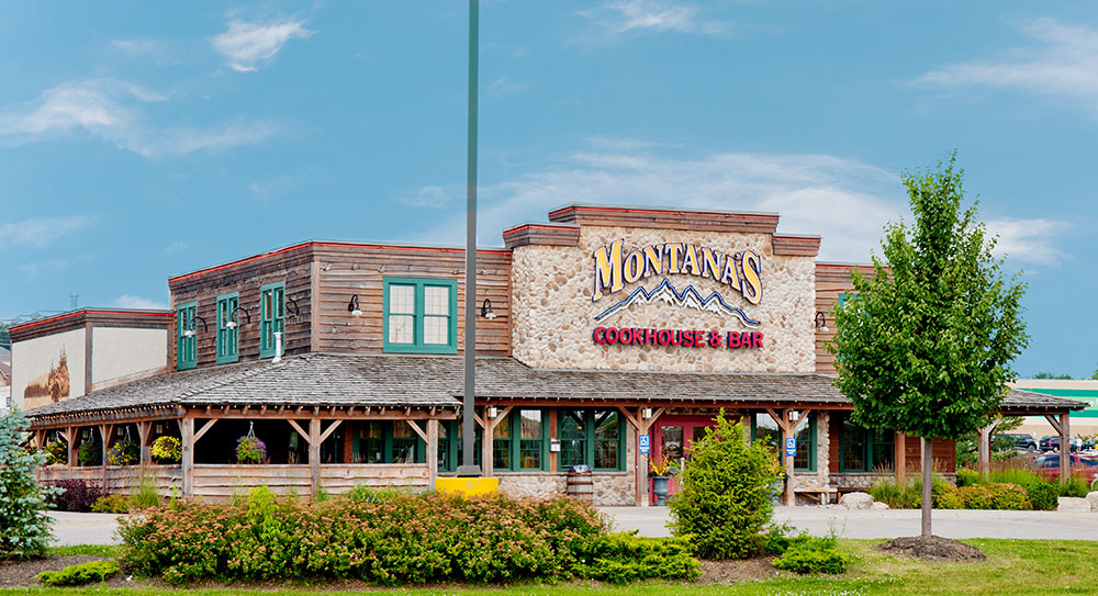 Montana's road house/steakhouse restaurant with it's large outdoor porch area, Westridge area, Orillia.