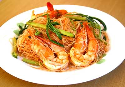 Stir-Fried Thin rice noodles with shrimp | Thai noodles and snacks