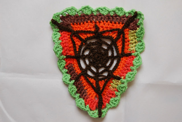 Web bunting and spider pattern and tutorial: image of crochet spider web bunting