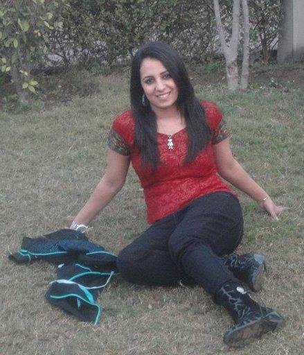 Pashto Afghan Top Singer Farzana Naz Hottest Pictures