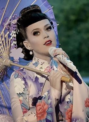 katy perry con traje japonesa