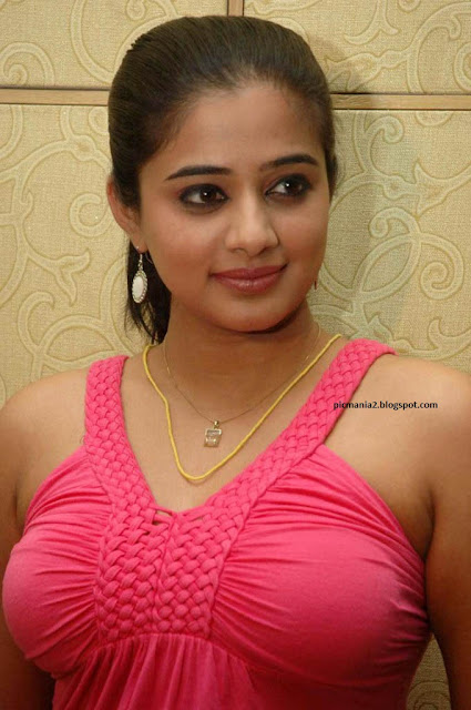 Priyamani cleavage  and looking sexy image gallery boomb show