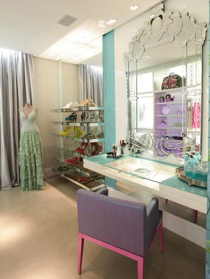 http://3.bp.blogspot.com/-OW8aNUuwnLg/TbL7LCRWDTI/AAAAAAAAAXE/aSKmXY9HPHI/s1600/Closet+feminino.jpg