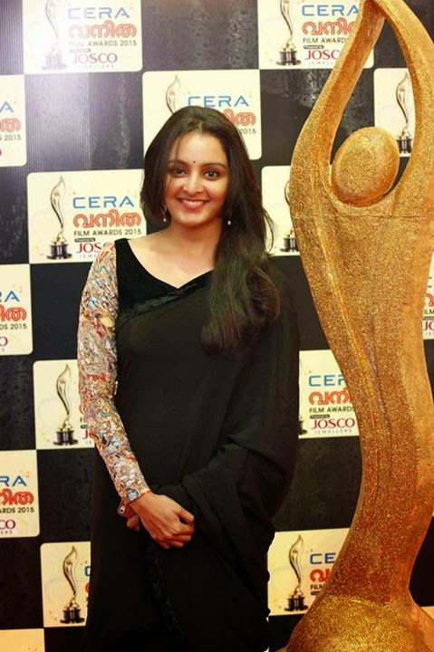 keerthi-suresh-in-asianet-film-award