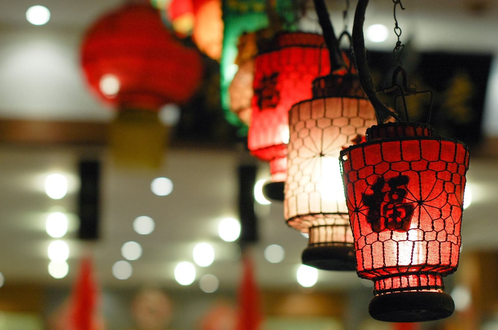 Happy Lunar New Year | Year of the Horse | Chinese Lanterns | via Chandara Creative