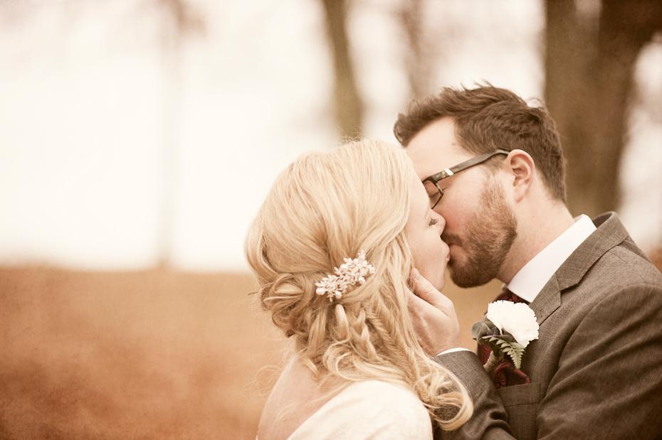 Burdeparet kysser, Fotograf Trine Bjervig, Tønsberg, høstbryllup