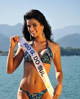 Miss Mundo Brazil in bikini
