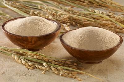 Công thức trị mụn đầu đen và làm trắng da bằng cám gạo