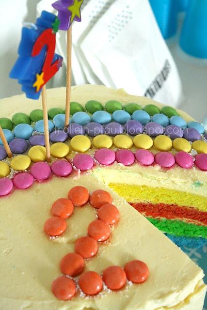 Regenbogenkuchen Regenbogentorte Cake Pops Krümelonstermuffins Krümelmonster Muffins Geburtstagsbuffet KIndergeburtstag Kuchen Kinderkuchen