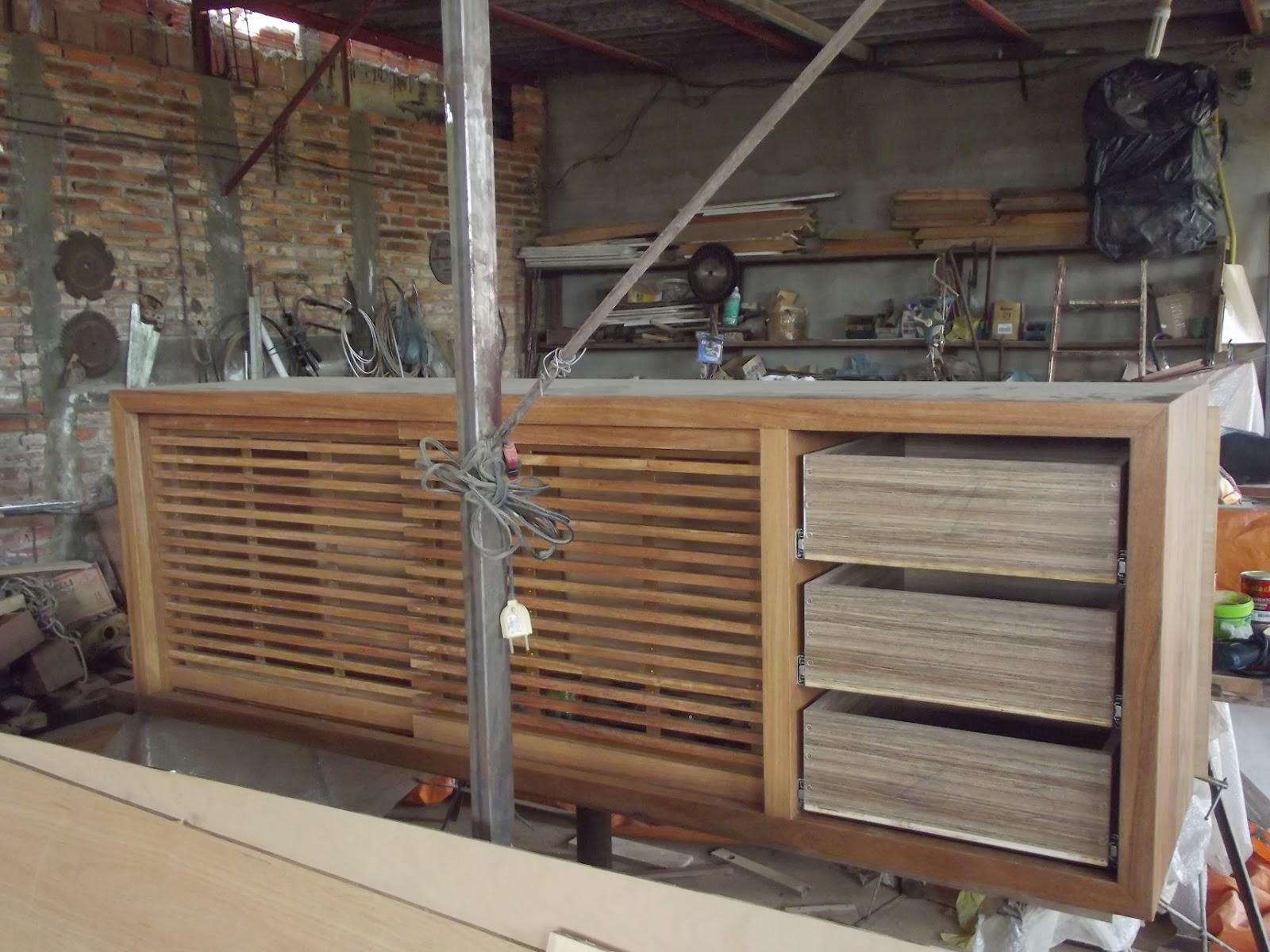 EM MADEIRA MACIÇA E MOVEIS SOB MEDIDA: Rack e painel em madeira  #945E37 1600x1200