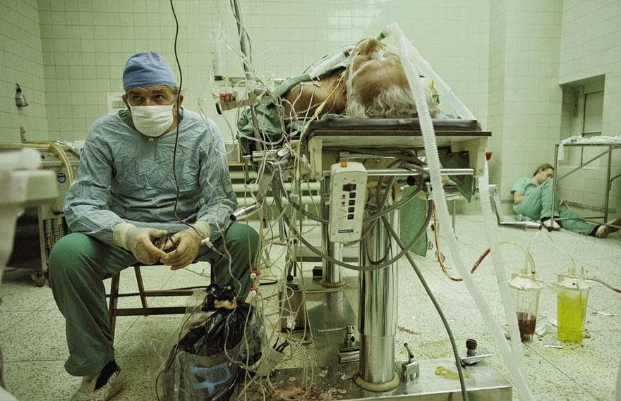 30 of the most powerful images ever - Heart surgeon after 23-hour-long (successful) heart transplant. His assistant is sleeping in the corner