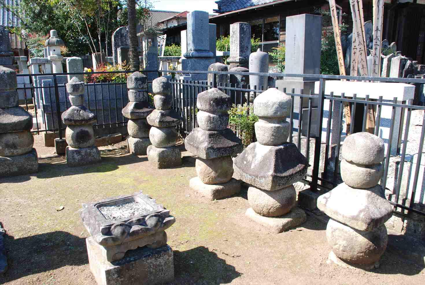 石岡・歴史と自然の街散策(nature and history in Ishioka): 常陸大掾氏の墓 石岡市 Hitachi Daijo's tomb