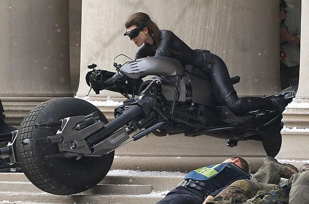 http://3.bp.blogspot.com/-OWrlgwJLLI4/Tjx2O_B87QI/AAAAAAAACig/Mc5kqgoC7-4/s640/Batman+-+O+Cavaleiro+das+Trevas+Ressurge2.jpg