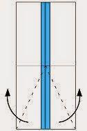Bước 5: Gấp chéo hai cạnh lớp giấy trên cùng ra ngoài.