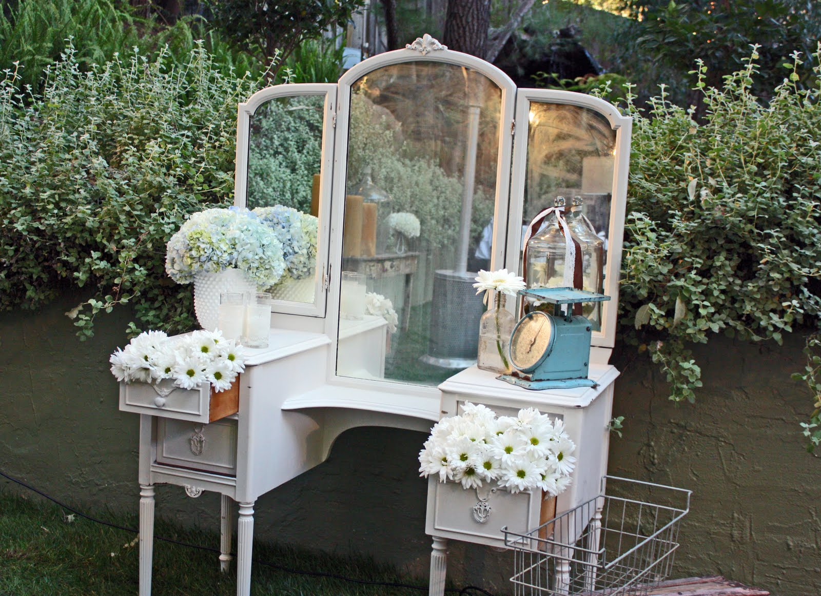 Storibook weddings tori and dean 39 s shabby chic wedding - Decoracion estilo shabby chic ...