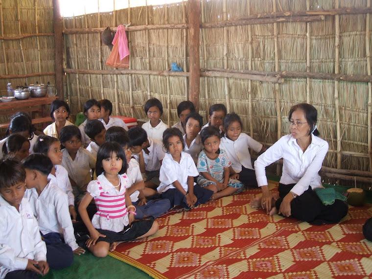 Inauguration et bénédiction de l'école Domaines par les moines en 2008.