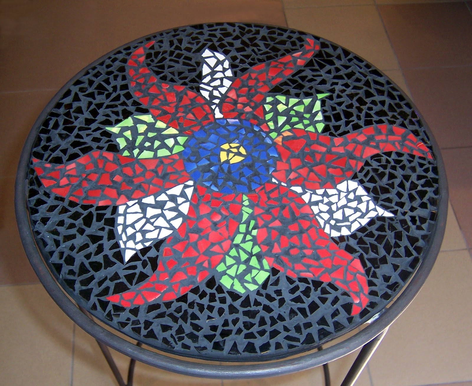 Taller de montevideo cursos de mosaico para adultos y ni os - Mesas con azulejos ...