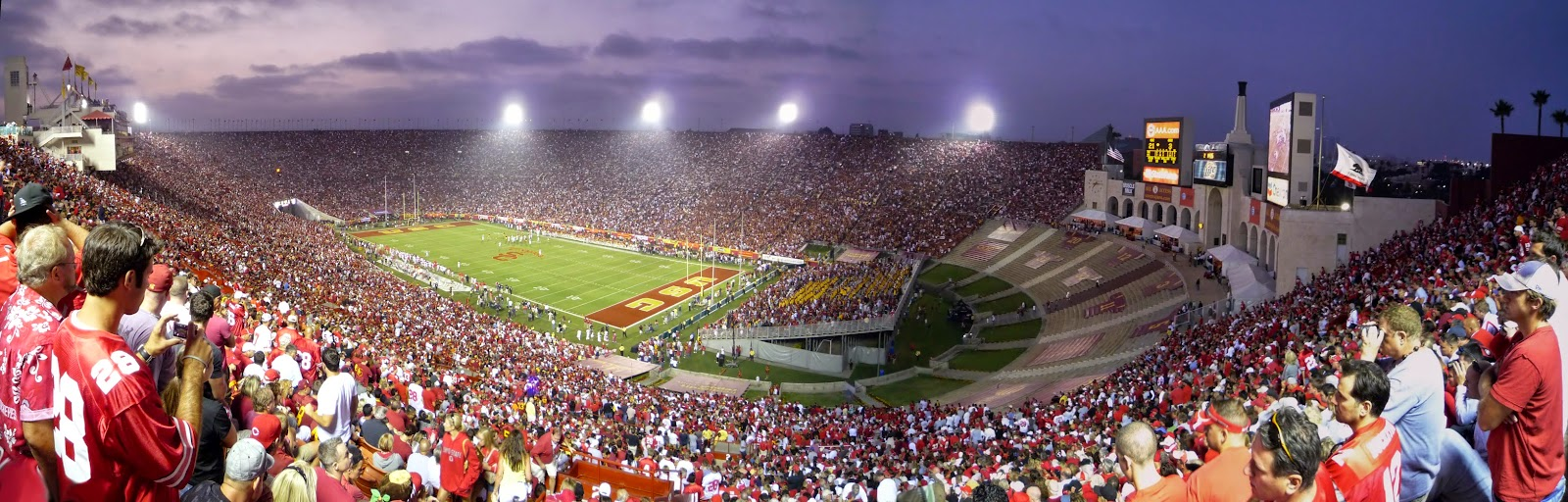 the stadium that is home to the University of Southern California Trojans