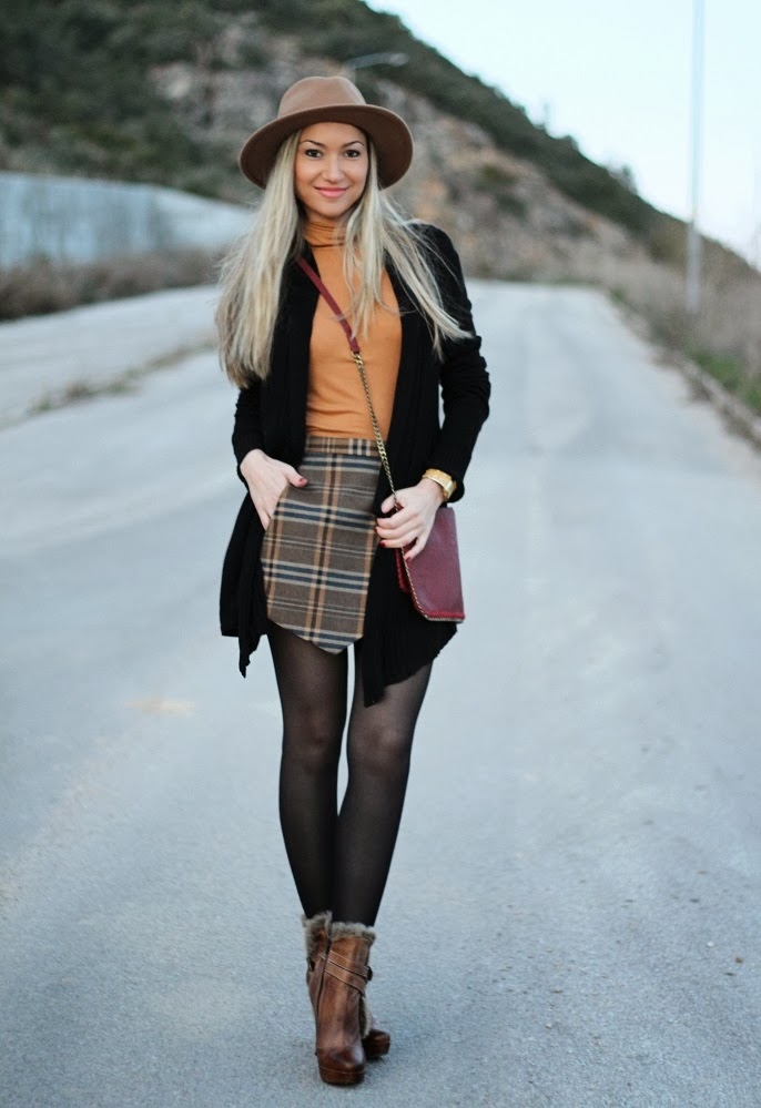look do dia, camel, preto, casaco, coat, cardigan, blogue de moda, blogues de moda, padrões, tendências, outono inverno 2013/2014, pêlo, patterns, tartan, plaid, xadrez, padrão clássico, hat, bag, zara, hm, promod, new yorker, guess, woman fashion, moda mulher, streetstyle, cláudia nascimento, blog de moda, blogs de moda, portugal, ootd, outfit of the day, look of the day, tartan skirt, burgundy, cor de vinho, personal stylist, consultoria de imagem, style statement