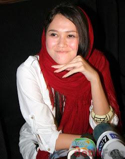 Foto Aura Kasih Berjilbab