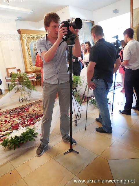 Відеооператор на весіллі